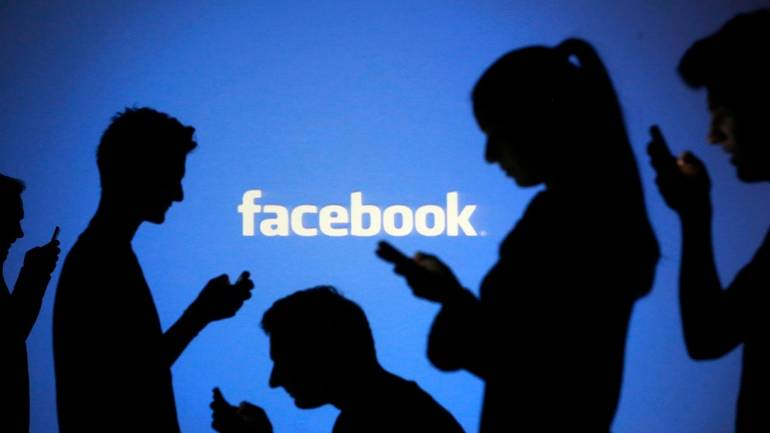 Facebook hires two former Coinbase employees